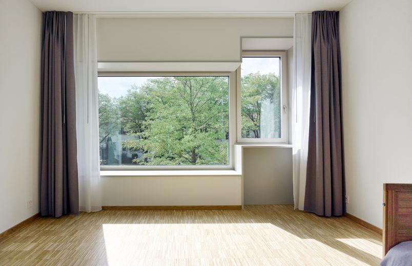 Standardzimmer mit Sitzfenster